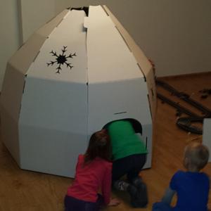 Iglú z kartonu pro děti | Indoorfun.cz