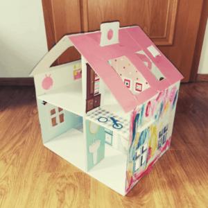Domeček pro panenky z kartonu | Indoorfun.cz