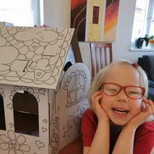 Domek pro panenky - tvoření | INDOOR FUN