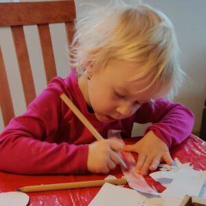 Výtvarka - kytka z papíru